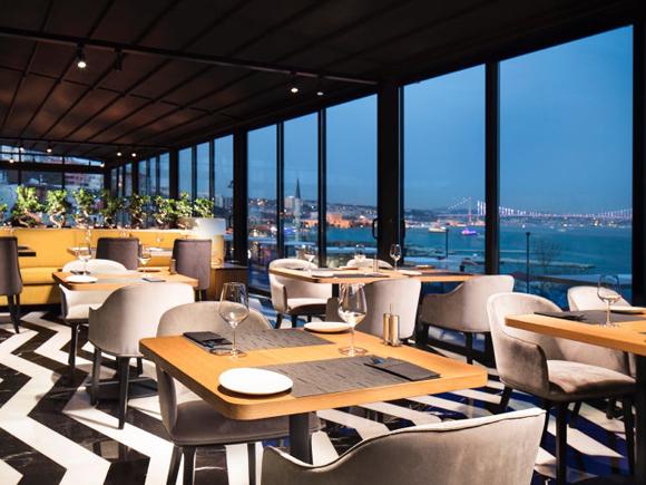 Azure Bosphorus à Istanbul Turquie Chichamaps