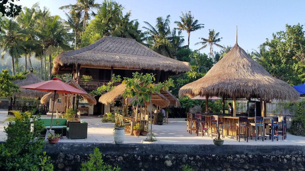 Ceningan Shisha Lounge in Nusa Lembongan Bali Chicha Cachimba Hookah Kalyan Arguye Nargile