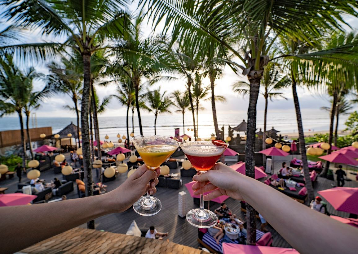 WooBar at W Shisha Lounge Bar and Restaurant in Seminyak Bali Chicha Hookah Cachimba Kalyan Nargile